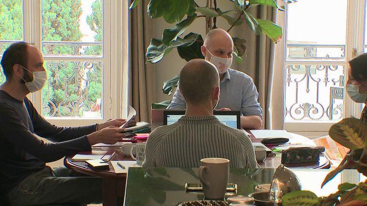 Immobilier : louer son salon à une entreprise (France 2)