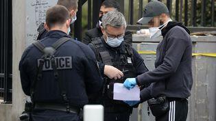 Des policiers de la compagnie de sécurisation et d'intervention (CSI) de Seine-Saint-Denis à Saint-Ouen, le 2 avril 2020. (LUDOVIC MARIN / AFP)