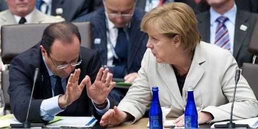 La chancelière Angela Merkel et le président François Hollande le 21 mai 2012 lors du sommet de l'OTAN à Chicago. (AFP PHOTO/Saul LOEB)