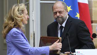 Nicole Belloubet, ancienne garde des Sceaux, transmet le ministère au nouveau ministre de la Justice, l'avocat pénaliste Eric Dupond-Moretti, le 7 juillet 2020. (BERTRAND GUAY / AFP)