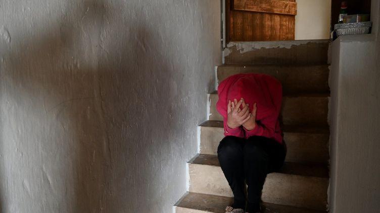 """Un déblocagepar anticipation l'épargne salariale estdésormais possible pour les femmes en cas de """"violences commises contre l'intéressée par son conjoint, son concubin ou son partenaire lié par un pacte civil de solidarité, ou son ancien conjoint, concubin ou partenaire"""". (FRANK MAY / PICTURE ALLIANCE / AFP)"""