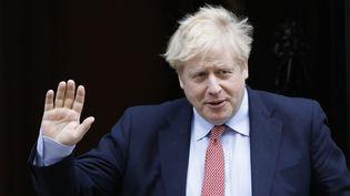 Le Premier ministre britannique, Boris Johnson, quitte Downing Street à Londres, le 18 mars 2020. (TOLGA AKMEN / AFP)