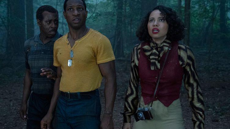 DansLovecraft Country,Atticus (Jonathan Majors) part à la recherche de son père avec Letitia (Jurnee Smollett) et son oncle (Courtney B. Vance). (HBO Max)