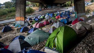Un camps de réfugiés, majoritairement afghans, près du stade de France à Saint-Denis (Ile-de-France), le 19 septembre 2020. (MICHAEL BUNEL / LE PICTORIUM / MAXPPP)