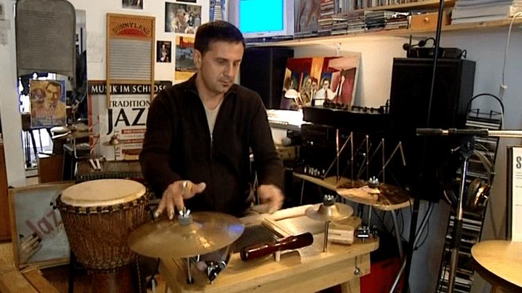 Stéphane Seva et son washboard  (France3/Culturebox)