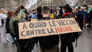"""Marche des LGBTQI+ contre la manifestation de """"La Manif pour Tous"""", le 31 janvier 2021 à Paris. (AURELIEN MORISSARD / MAXPPP)"""