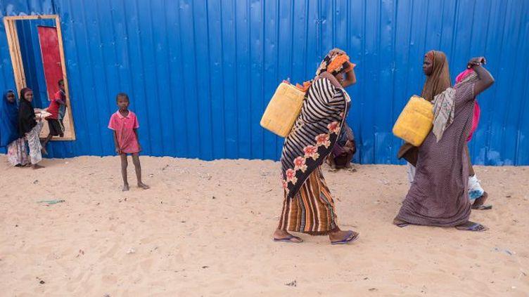 Femmes dans un camp en Somalie. Rien que dans ce pays, la famine menace quelque 6 millions de personnes, plus de la moitié de la population. (Maciej Moskwa / NurPhoto)