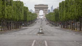 Les Champs-Elysées à Paris, le 1er mai 2020 lors du premier confinement. (LP/MATTHIEU DE MARTIGNAC / MAXPPP)