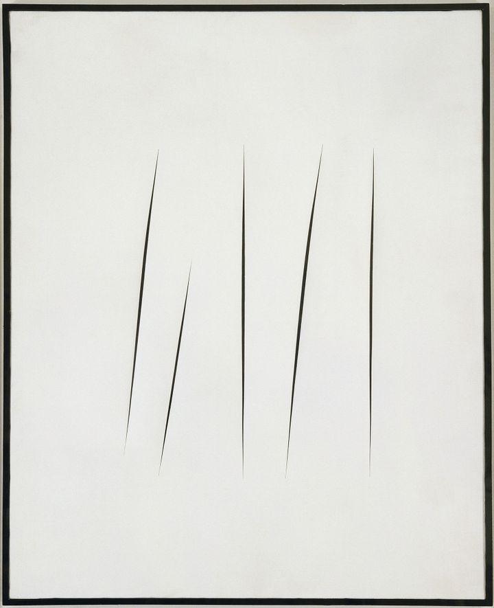 Lucio Fontana, Concetto spaziale, Attese (Conceptspatial, attentes)1965  (Lucio Fontana / SIAE / ADAGP, Paris 2013 © Musée d'Art Moderne / Roger-Viollet)