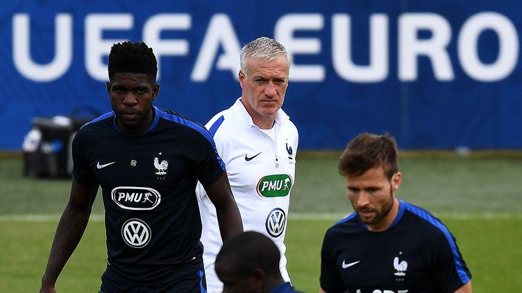 Samuel Umtiti va vivre sa première sélection en équipe de France chez les A pour un quart de finale de l'Euro (FRANCK FIFE / AFP)