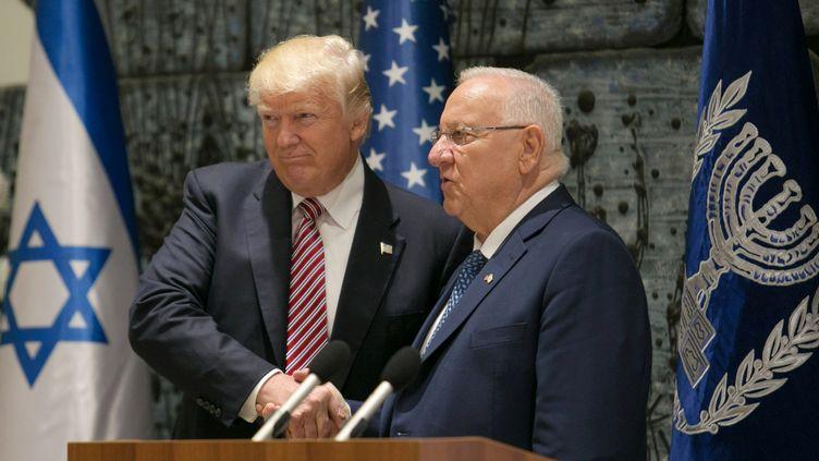 Le président américain Donald Trump et son homologue israëlien Reuven Rivlin le 22 mai 2017 à Jérusalem. (NOAM MOSKOVITZ / REUTERS)