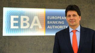 Le siège de l'Autorité Bancaire Européenne ( EBA) et son chef Adam Farkas, le 23 mars 2017, sur Canary Wharf, à Londres (ALICE DORE / AFP)