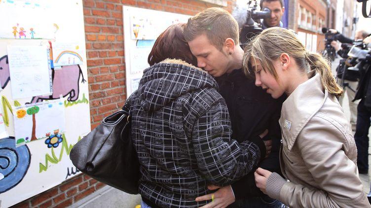 Près de l'école de Sint Lambertus, à Heverlee(Belgique), d'où sont originaires une partie des victimes. (REUTERS/YVES HERMAN)