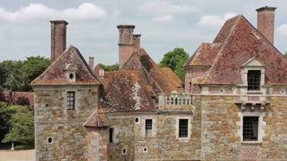 Eure : le vitrail d'un château du XIIe siècle retrouve sa splendeur (FRANCE 3)