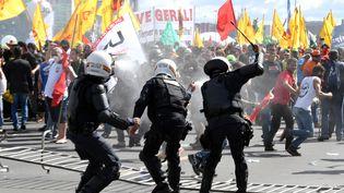 Des heurts ont éclaté lors d'une manifestation à Brasilia (Brésil), contre le président Michel Temer, le 24 mai 2017. (EVARISTO SA / AFP)