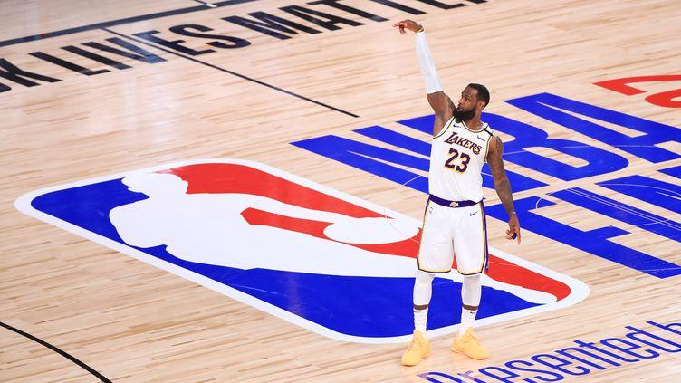 LeBron James, tenant du titre avec les Lakers, reprendra le chemin des parquets fin décembre 2020 (MIKE EHRMANN / GETTY IMAGES NORTH AMERICA)