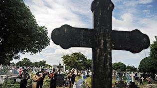 Au Nicaragua, pour la fête des morts, guitares, accordéons et trompettes résonnent et la musique des mariachis envahit les cimetières. (AFP PHOTO / ELMER MARTINEZ)