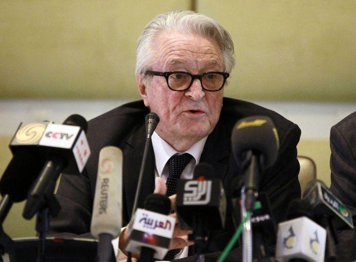 L'ancien ministre des Affaires étrangères Roland Dumas en conférence de presse à Tripoli (Libye), le 29 mai 2011. (LOUARBI LARBI / REUTERS)