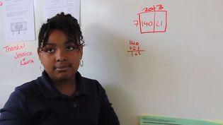 """Capture d'écran d'une élève utilisant la """"méthode de la boîte"""" pour multiplier 7 à 23. (YOUTH RADIO / NPR)"""