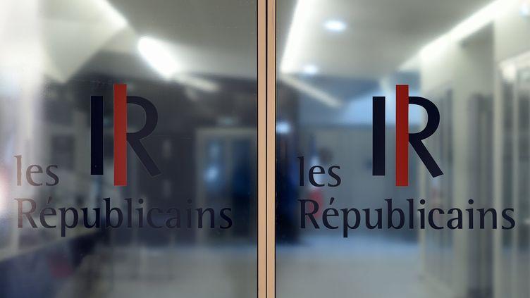 Le logo du parti Les Républicains sur la façade du siège (photo d'illustration) ( ALEXANDRE MARCHI / MAXPPP)