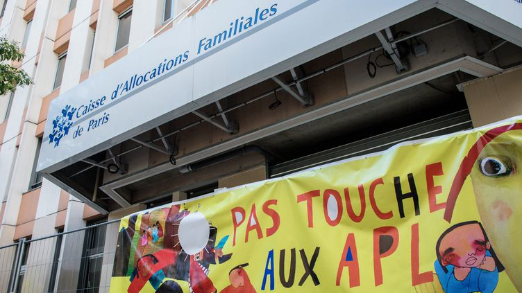 Une manifestation contre la baisse des APL. (Photo d'illustration) (AURELIEN MORISSARD / MAXPPP)