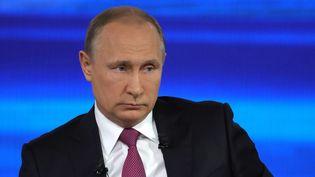 Le président russe Vladimir Poutine lors d'une émission télévisée tournée à Moscou, le 15 juin 2017. (MIKHAIL KLIMENTYEV / SPUTNIK / AFP)
