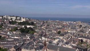 Dans sa rubrique Le 13 Heures en week-end, France 2 vous emmène vendredi 24 septembre dans le pays de Caux, à la découverte notamment de ses célèbres falaises de craie et de Fécamp. (France 2)