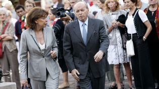 L'ancien ministre Jacques Toubon et sa femme assistent aux obsèques de l'acteur Laurent Terzieff, le 7 juillet 2010 à Paris. (GUILLAUME BAPTISTE / AFP)