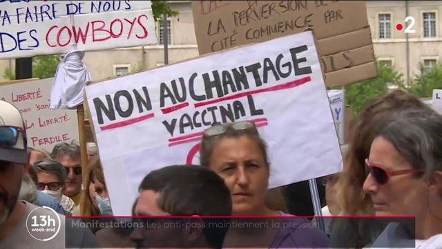 Pass sanitaire : les opposants défilent dans toute la France