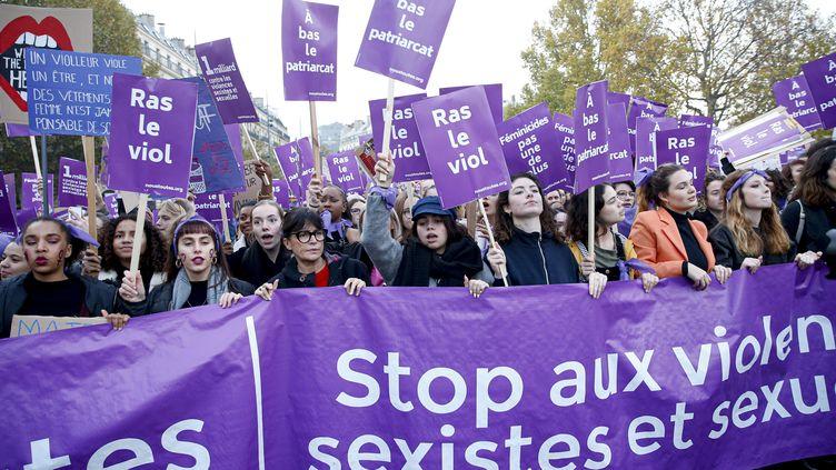 Des femmes défilent contre les violences sexistes et sexuelles, le 23 novembre 2019 à Paris. (MAXPPP)