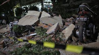 Le parking effondré d'un centre commercial à Denpasar, la capitale de Bali en Indonésie, le 5 août 2018. (JEPAYONA DELITA / AFP)