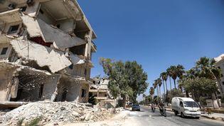 Un bâtiment détruit par des frappes aériennes à Idleb, en Syrie, le 25 août 2018. (OMAR HAJ KADOUR / AFP)