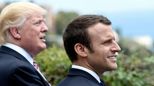 Donald Trump et Emmanul Macron lors du G7 à Taormina (Italie), le 26 mai 2017. (STEPHANE DE SAKUTIN / AFP)