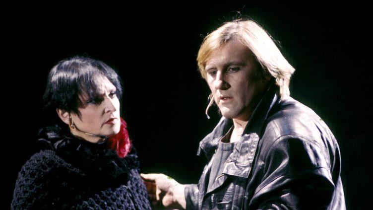 """Barbara et Gérard Depardieu sur scène pour le spectacle """"Lily passion"""" à Tours le 10 avril 1986  (MAXPPP)"""