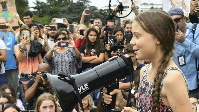 Greta Thunberg, militante suédoise pour la lutte contre le réchauffement climatique à New York s'adresse à des adolescents le 13 septembre 2019. (NICHOLAS KAMM / AFP)