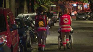 À Paris, un homme de 100 ans est décédé dans l'incendie d'une maison de retraite dimanche 15 septembre. Deux femmes ont été hospitalisées, dont une dans un état grave. (FRANCE 2)