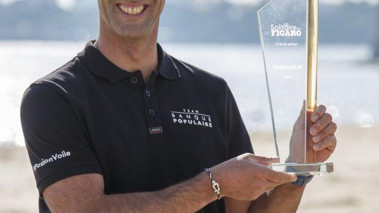 Armel Le Cléac'h avec le trophée de la Solitaire du Figaro