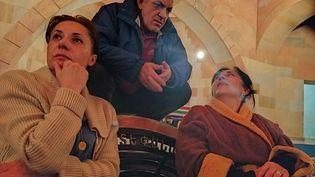 Des habitantsréfugiés dans une église àStepanakert (illustration, 4 octobre 2020) (- / AFP)