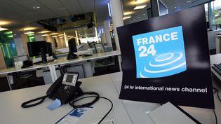 Le logo de France 24 est affichée dans les locaux de la chaîne à Issy-les-Moulineaux, dans les Hauts-de-Seine, le 13 septembre 2006. (FRANCK FIFE / AFP)