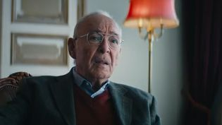 Une personne agée apporte vers 2070 son témoignage sur le Covid-19 en 2020, dans une parodie diffusée en Allemagne. (CAPTURE D'ECRAN TWITTER)