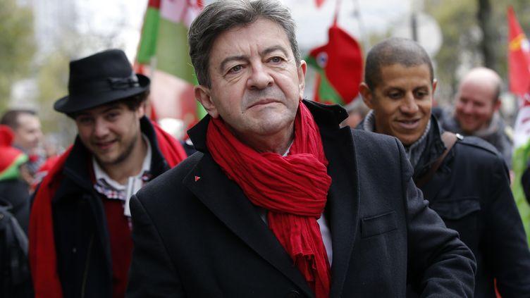 Jean-Luc Mélenchon, lors d'une manifestation contre la hausse de la TVA, le 1er décembre 2013 à Paris. (GONZALO FUENTES / REUTERS)