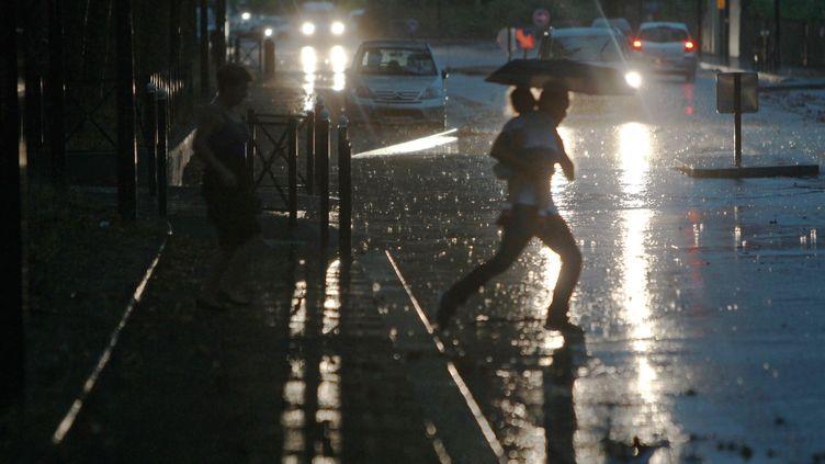 Cinq départements ont été palcés en vigilance orange aux orages, le 11 mai 2017. (MAXPPP)