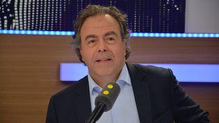 Luc Chatel,invité de franceinfo en juin 2017. (RADIO FRANCE / JEAN-CHRISTOPHE BOURDILLAT)