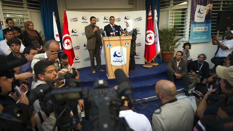 Des membres du parti islamiste Ennahda s'adressent à leurs supporters le 24 octobre 2011 à Tunis, la capitale de la Tunisie. (LIONEL BONAVENTURE / AFP)