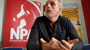 Le candidat NPA à la présidentielle Philippe Poutou en conférence de presse à Montreuil, le 10 mars 2017. (CHRISTOPHE SIMON / AFP)