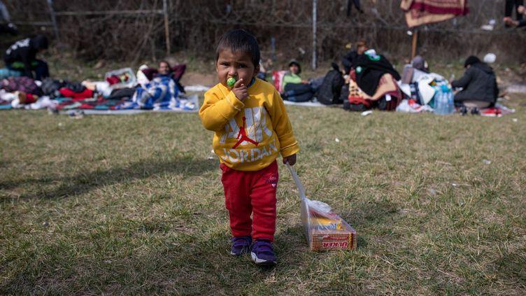 Un camp de migrants à la frontière entre la Grèce et la Turquie, le 7 mars 2020. (ERHAN DEMIRTAS / AFP)