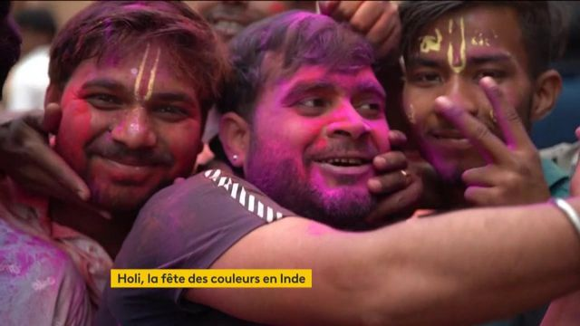 """L'Inde célèbre """"Holi"""" et le début du printemps"""