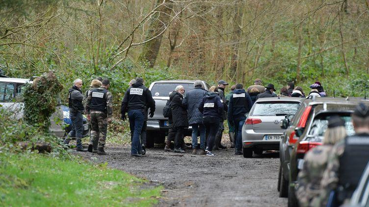 La juge d'instruction et des témoins se rendent sur les lieux de la mort d'Elsa Pilarski, dans la forêt de Retz (Aisne), le 12 février 2020. (MAXPPP)