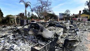 Une voiture carbonisée à Malibu, en Californie (Etats-Unis), le 13 novembre 2018. (Frederic J. BROWN / AFP)