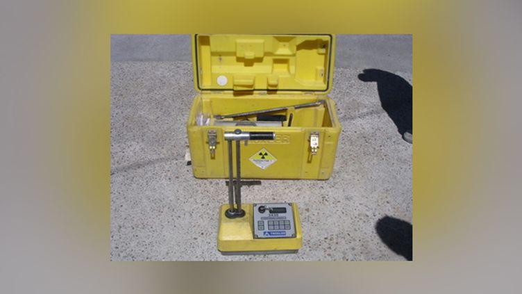 La valise de transport d'un gammadensimètre, permettant de mesurer la radioactivité. (DR)